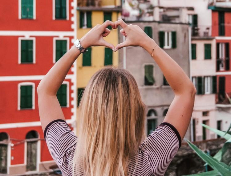 Featued image to Cin Cin Cinque Terre blog post
