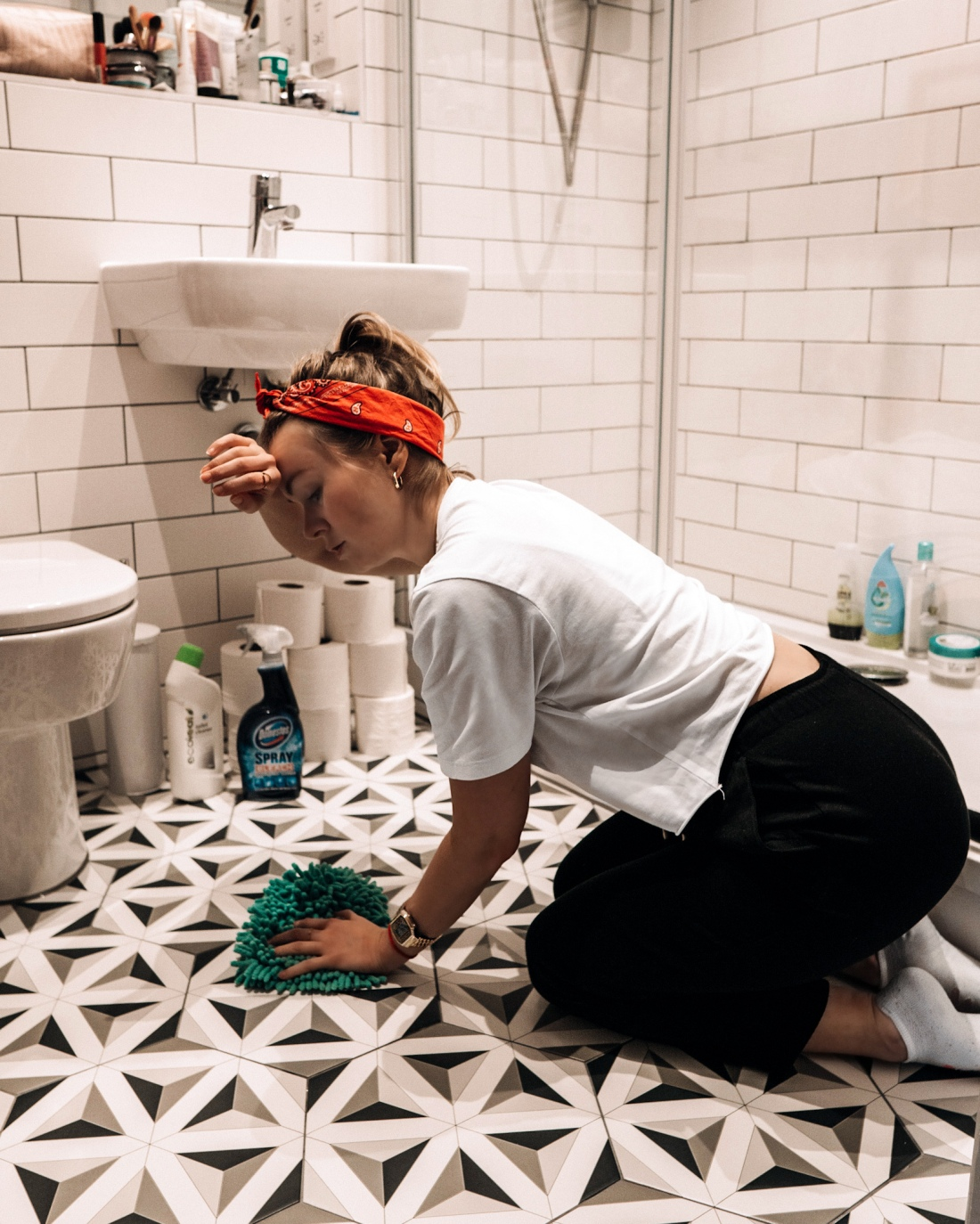 Clean a bathroom - things to do at home in 2020